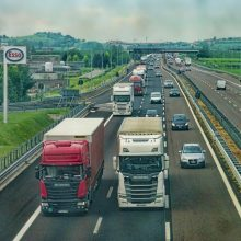 Profesionalių vairuotojų rengimą gaubia nežinia: gali kilti dvi problemos