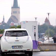 Naujausi elektromobiliai: su viena įkrova į tolimą kelionę ir namo – be streso