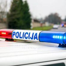 Kraupi avarija Trakų rajone: degančiame automobilyje prispaustas žmogus