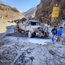 Indijoje atitrūkus Himalajų ledyno daliai dingo mažiausiai 200 žmonių, devyni žuvo