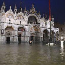 Veneciją užklupo birželiui nebūdingas aukštas potvynis