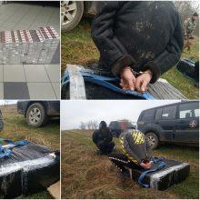 Sučiupti du cigarečių kontrabandą į Lietuvą nuomotu automobiliu gabenę vyrai