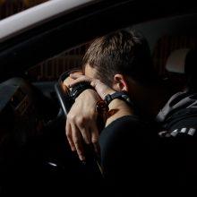 Greitį didinusiam vairuotojui pasprukti nepavyko: pričiuptas pareigūnų prisipažino, kur ir kiek gėrė