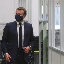 E. Macronas pristatė 8 mlrd. eurų dydžio Prancūzijos autopramonės gelbėjimo paketą