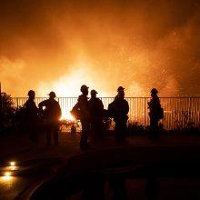 Kalifornijoje dėl gaisrų duotas nurodymas evakuotis daugiau kaip 100 tūkst. žmonių