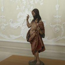 Į Lietuvą sugrąžinta prieš 21 metus dingusi kunigo R. Mikutavičiaus skulptūra