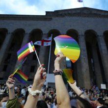 Sakartvele tūkstančiai žmonių protestavo prieš smurtą LGBTQ bendruomenės atžvilgiu