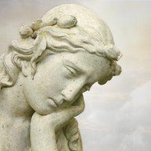 varpos ant skulptūros)