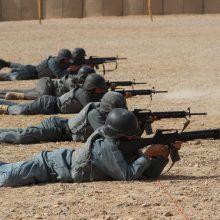 JAV pajėgoms traukiantis iš Afganistano nuo kilusių kovų bėga tūkstančiai žmonių