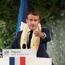 E. Macronas: Prancūzija skolinga Polinezijai už branduolinius bandymus