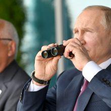 V. Putinui buvo pademonstruotas Rusijos kuriamas lengvasis naikintuvas