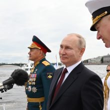 V. Putinas priėmė pagrindinį karinio laivyno paradą Sankt Peterburge