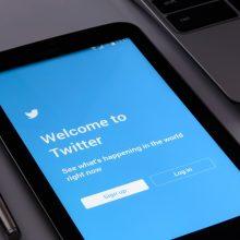 """D. Trumpas grasina """"uždaryti"""" socialinę žiniasklaidą tviteriui pažymėjus jo žinutes"""