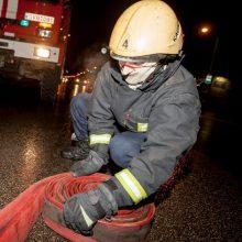 Gesinti gaisro Vilniuje sekmadienio vakarą lėkė 5 ugniagesių autocisternos