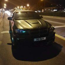 Apdujęs nuo kvaišalų vairuotojas – nesutramdomas
