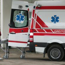 Molėtų rajone nuo kelio nuvažiavo automobilis, į ligoninę vežamas vyras mirė