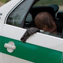 Šiauliuose neblaivus vairuotojas sukėlė avariją ir pasišalino