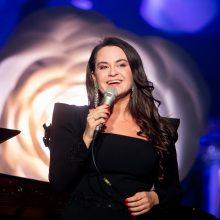 Dainininkė E. Sašenko su vyru jau sūpuoja pirmagimį