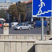 Judrioje sankryžoje – dviejų automobilių akistata
