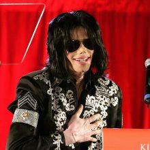 Garsenybės skirtingai reaguoja į filmą apie M. Jacksoną: kai kurios išsižada