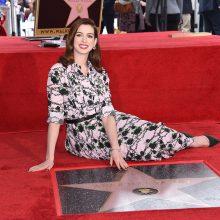 A. Hathaway gavo žvaigždę Holivudo Šlovės alėjoje