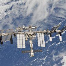 Iš išorės apžiūrės Rusijos erdvėlaivyje rastą mįslingą skylutę