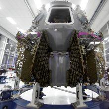 """""""SpaceX"""" sausį išbandys naująjį erdvėlaivį """"Crew Dragon"""""""