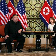 JAV saugumo patarėjas gina D. Trumpo ir Kim Jong Uno susitikimo rezultatus