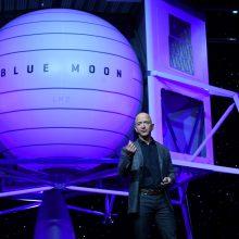 """""""Amazon"""" magnatas J. Bezosas žada pasiųsti erdvėlaivį į Mėnulį"""