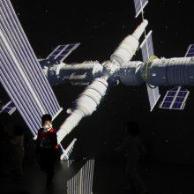 Kinija atidėjo kosminei stočiai atsargų turinčios nugabenti raketos startą