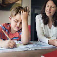 Mama, tėti, laikas ruošti pamokas!