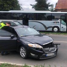 Vilijampolėje – lengvojo automobilio ir autobuso avarija