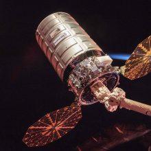 """Į TKS siunčiamas pirmas krovininis erdvėlaivis po raketos """"Sojuz"""" nesėkmės"""