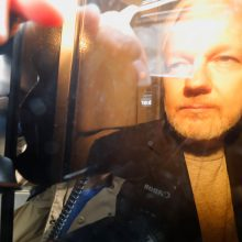 """Britanijos teismas  """"WikiLeaks"""" įkūrėjui J. Assange'ui skyrė 50 savaičių įkalinimo"""