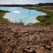 Dėl pramonės atliekų sąvartyno ežero vaizdų internautai negaili sveikatos