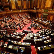 Italijos parlamentas pritarė įstatymų leidėjų skaičiaus mažinimui