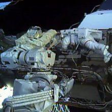 Pirmą kartą istorijoje į atvirą kosmosą išėjo dvi astronautės