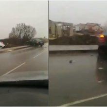 Šalia Klaipėdos – automobilių susidūrimas, į ligoninę išvežtas vyras