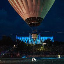 Prancūzų cirko ekstremalai iš Vingio parko pakils oro balionu