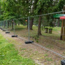 """""""Akacijų alėja"""" – su apribojimais: dalis žiūrovų lieka už tvoros"""