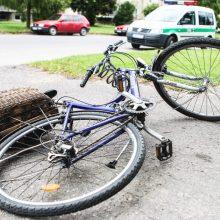 Vilniuje susidūrė automobilis ir mergaitės vairuojamas dviratis