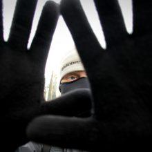 Lazdijų rajone kaukėtas ir peiliu ginkluotas plėšikas apvogė parduotuvę