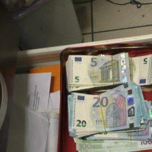 Azijietiškais gaminiais prekiavęs vyras, įtariama, nuslėpė beveik 700 tūkst. eurų