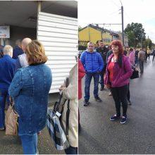 Prie Kauno klinikų – įstrigusių žmonių eilė: čia tenka lūkuriuoti ir pusvalandį
