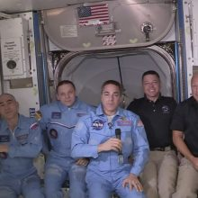 """""""SpaceX"""" erdvėlaiviu atskridę JAV astronautai perėjo į TKS"""