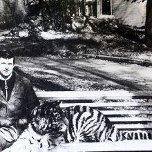 Č.Norvaiša su Iksu ilsisi po pasivaikščiojimo Zoologijos sode.