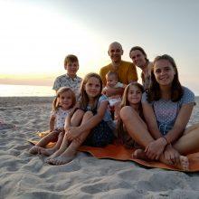 Šešių vaikų tėvai: svarbiausia, ką turime savyje ugdyti, – žmoniškumas