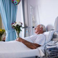 A. Veryga: į ligonines – tik sunkūs COVID-19 užsikrėtę globos įstaigų pacientai