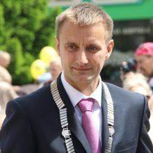 Iš posto verčiamas Šiaulių meras ieško atpirkimo ožių