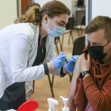 Į Lietuvą atgabentos dar dvi vakcinų nuo COVID-19 siuntos – daugiau nei 240 tūkst. dozių